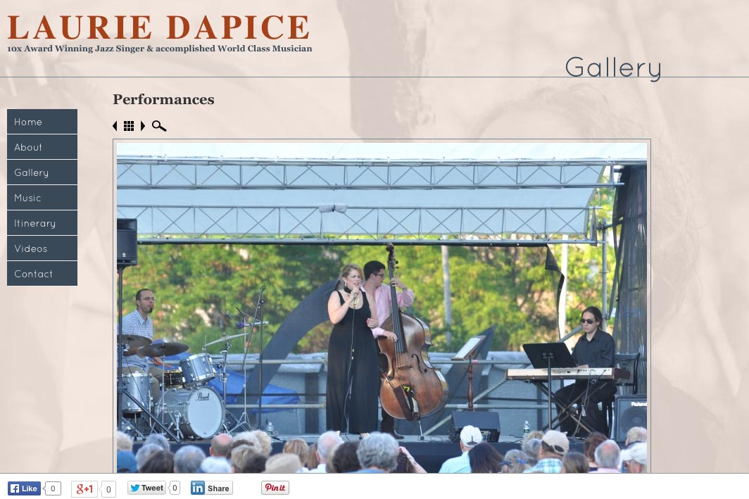 web design for a New York jazz singer - gallery single photo page